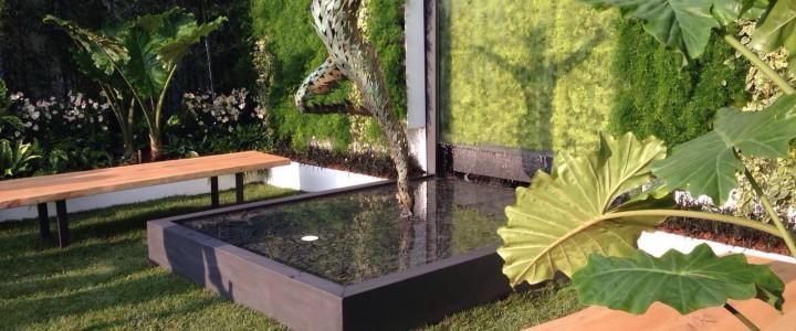 Due tipologie di sedute sono state ideate e realizzate appositamente per il giardino Disconnect to Reconnect